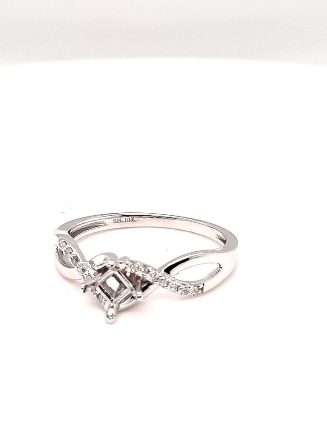 Diamond (.10 ctw) twist setting, 10kt white gold 2.2g