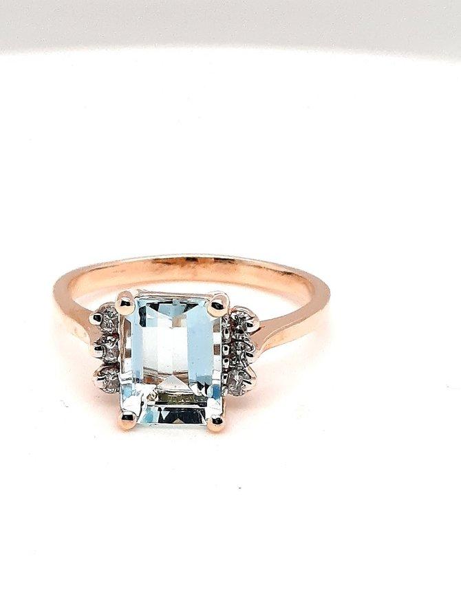 Aquamarine (3.5 ctw) & Diamonds Ring Yellow Gold 3.8g
