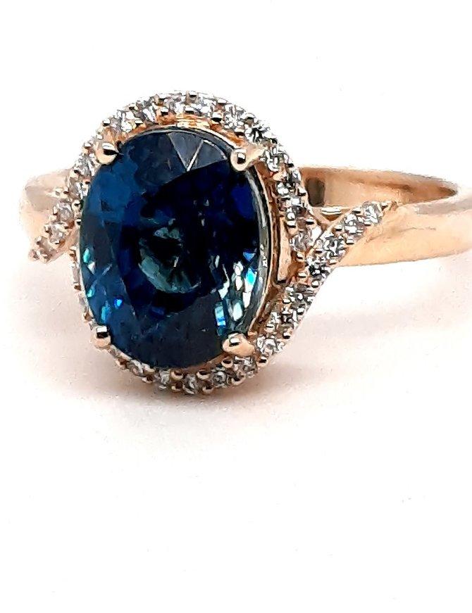 Blue zircon (5.75 ct) & diamond (0.20 ctw) ring, 18k yellow gold, 4.21g