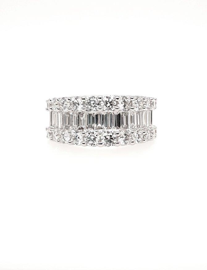 Round & baguette diamond (3.01 ctw) 3-row band, 14k white gold