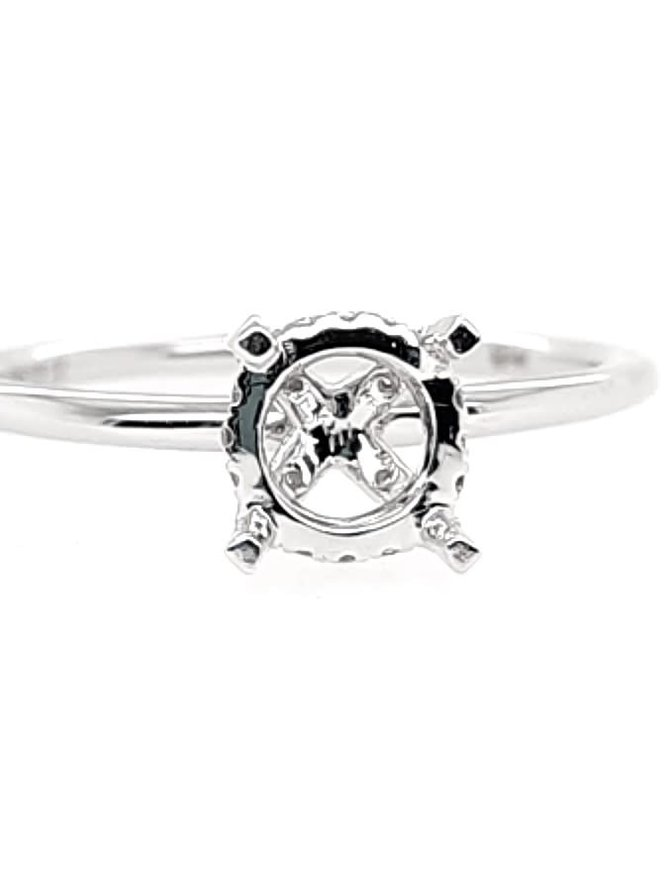 Diamond (0.14 ctw) solitaire with fancy head setting, 14k white gold