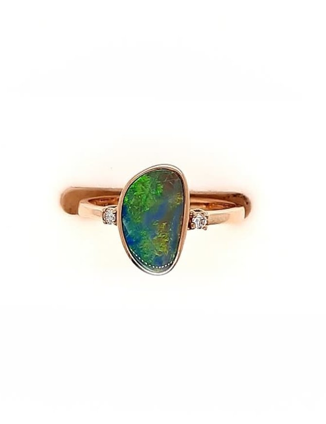 Opal (1.50 ct) & dimaond (0.04ctw) ring, 14k yellow gold