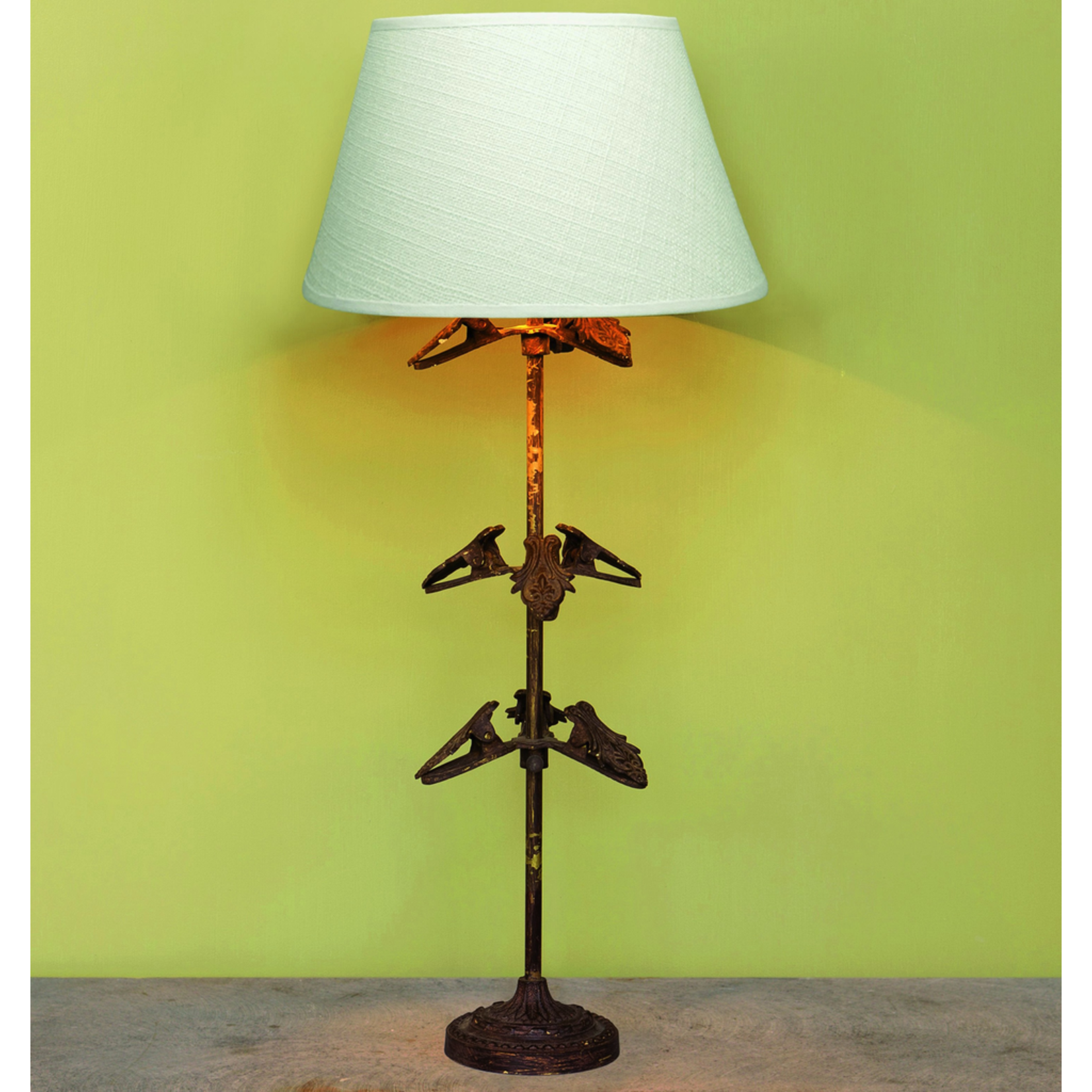 CHEHOMA LAMP  WITH 9 CLIP BROWN & GOLD FINISH