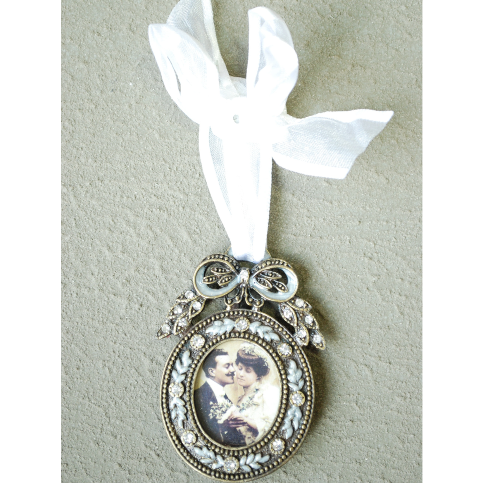 CHEHOMA Hanging pewter photo frame