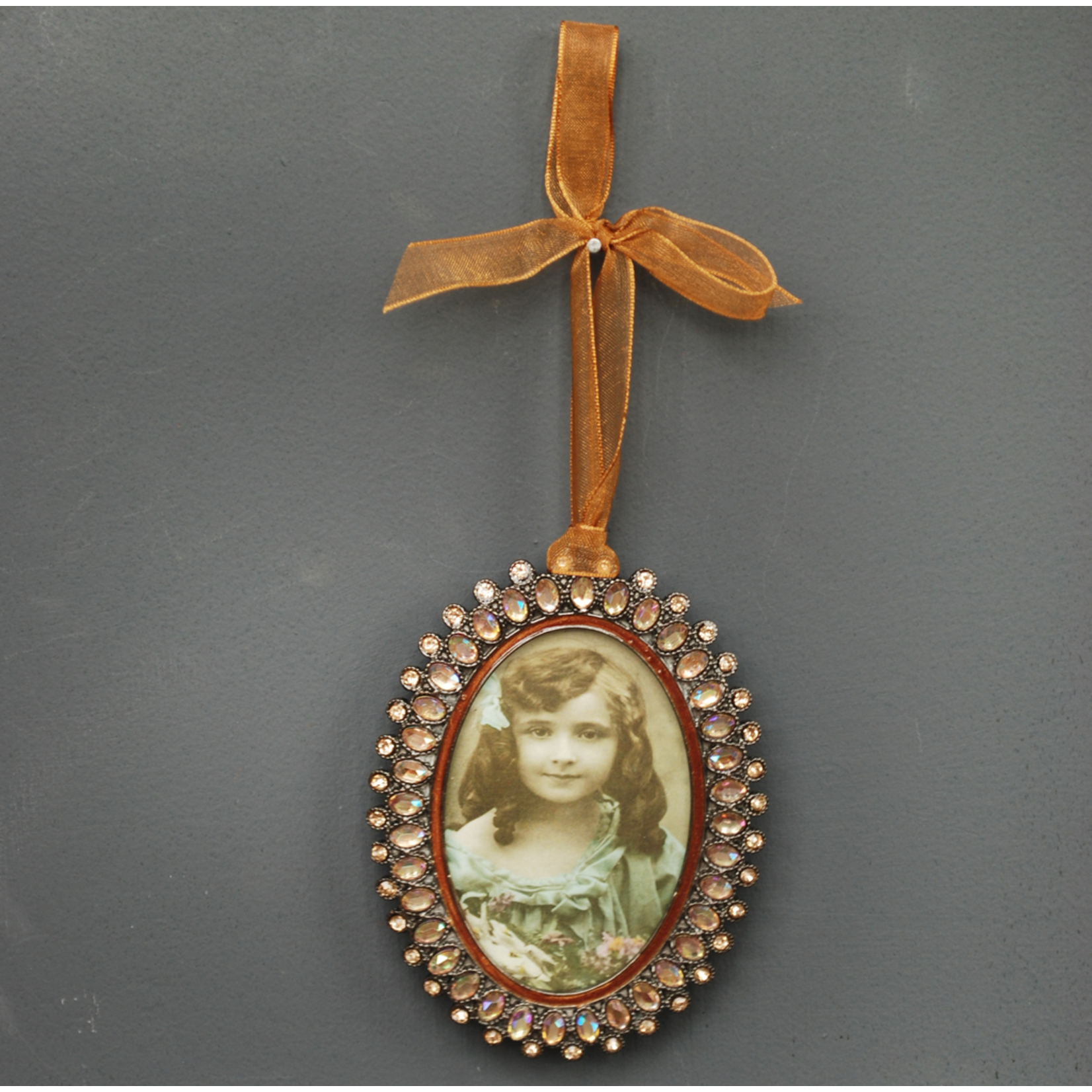 """CHEHOMA Oval hanging photo frame """"""""amber"""""""" pearls"""