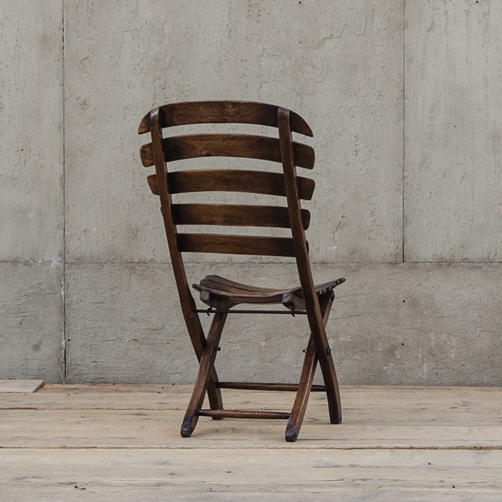 VAN THIEL THE CHAIR WITH A SMILE