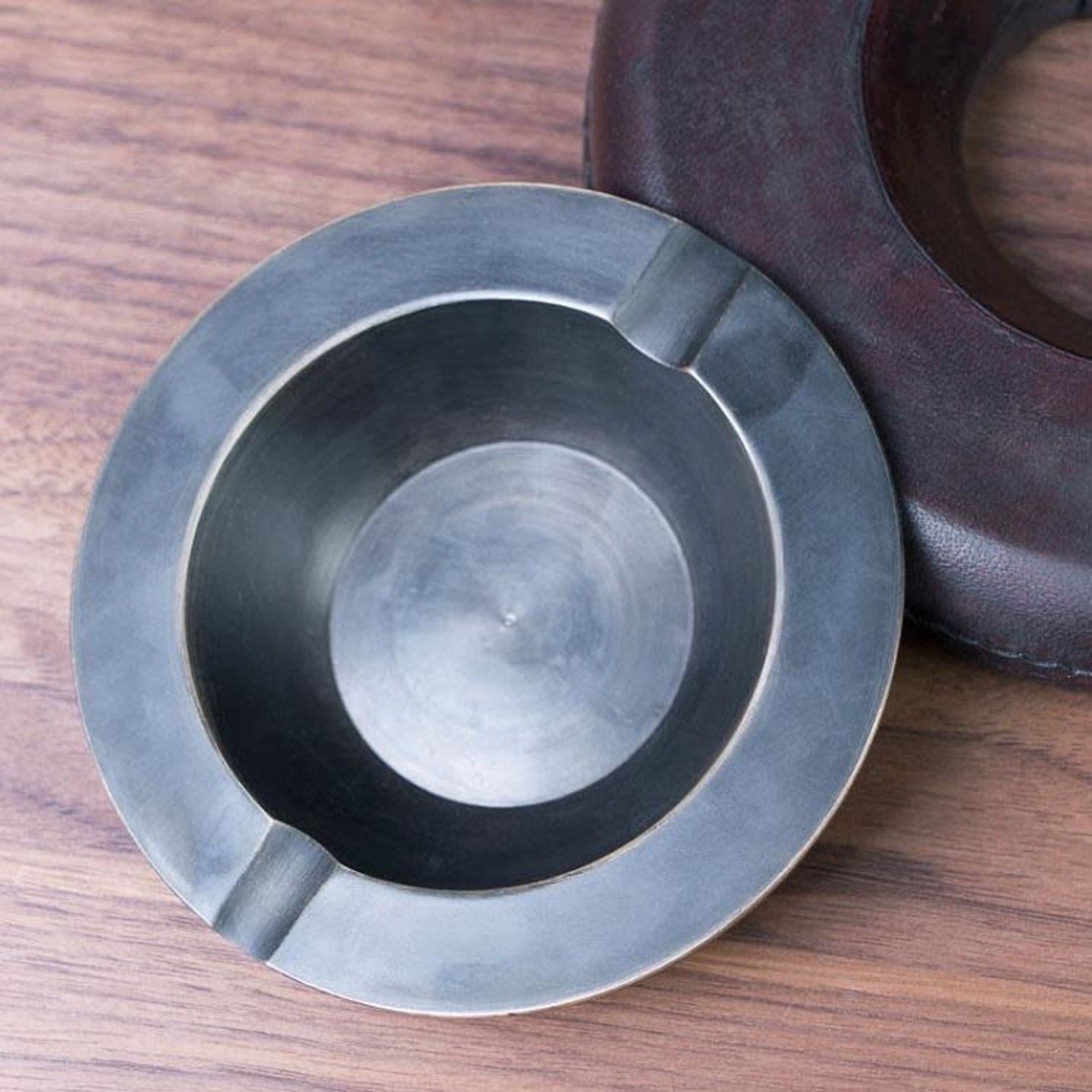 CHEHOMA ROUND ASHTRAY WITH LEATHER