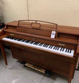 """Baldwin Baldwin Classic 521 36"""" Vertical Piano (Walnut) (pre-owned)"""