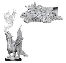 Dungeons and Dragons Nolzur's Marvelous Minis Gold Dragon Wyrmling and Small Treasure Hoard