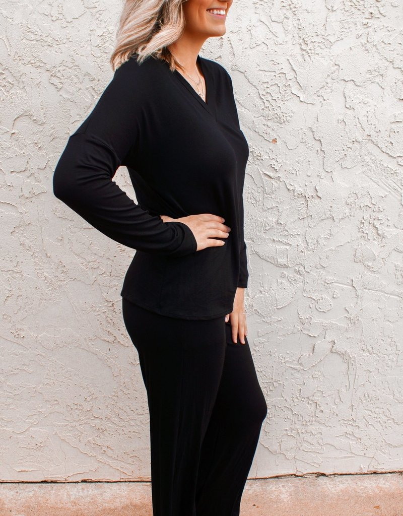 2HEARTS Comfort V-Neck Wide Leg Lounge Set