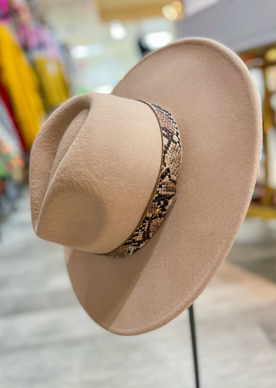 FAME ACCESSORIES Snake Wool Hat