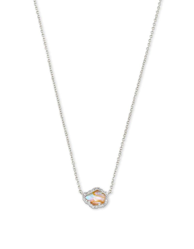 KENDRA SCOTT Tessa Short Pendant Necklace