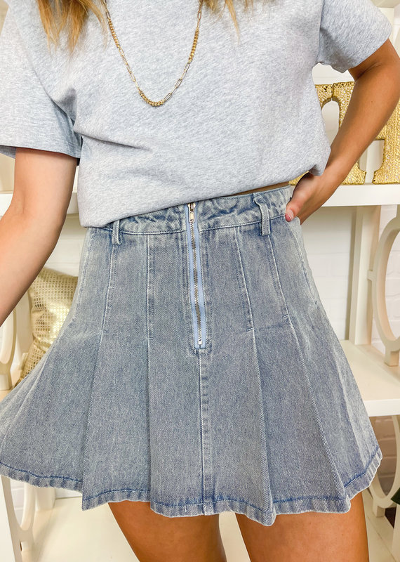 LE LIS Kicky Pleated Zipper Front Skirt