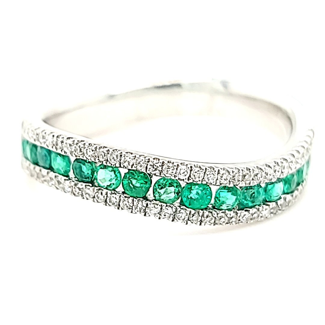 14KW 0.69TW Emerald and 0.21TW Diamond Curved Fashion Ring