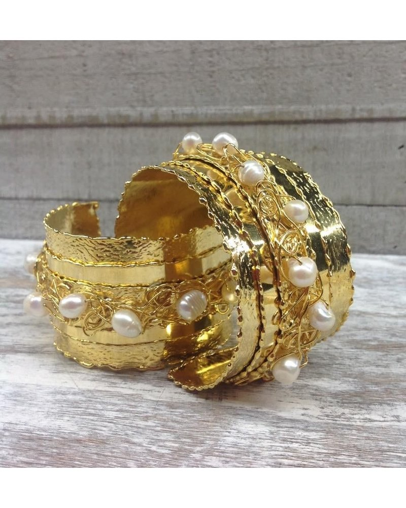 Gold Plated Cuff with fresh Water Pearl