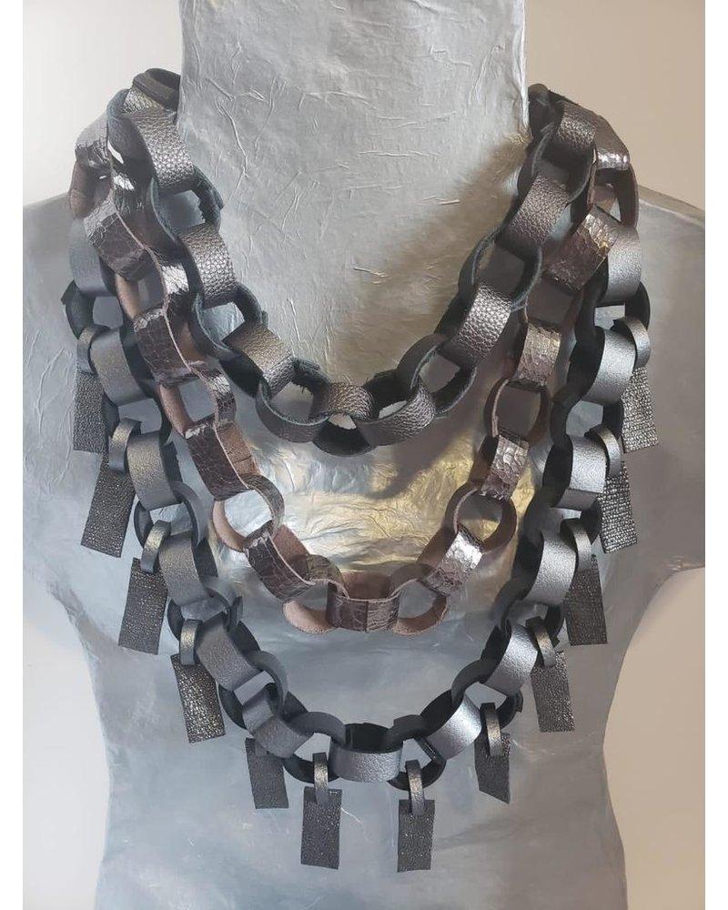 collar en piel//