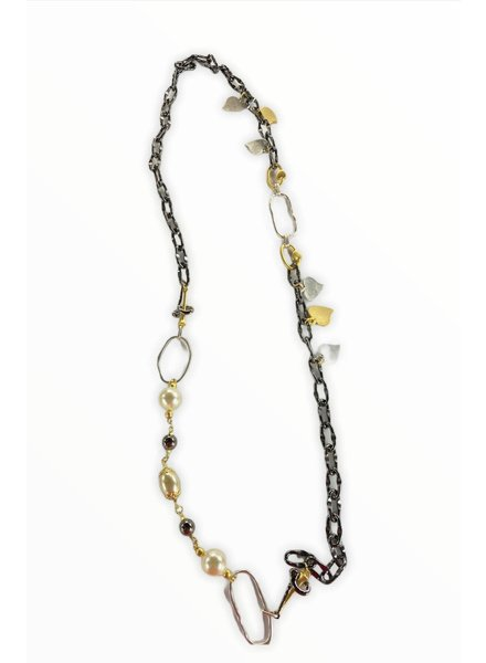 grafito necklace with pearls