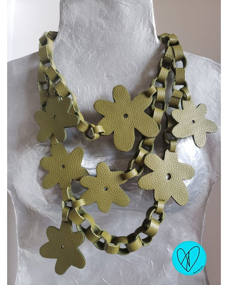 Flower Leather Necklace white