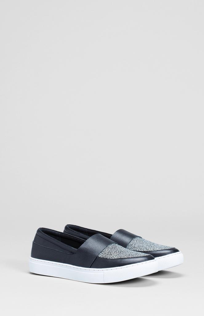 37 BLACK Vedde Speckle Sneaker