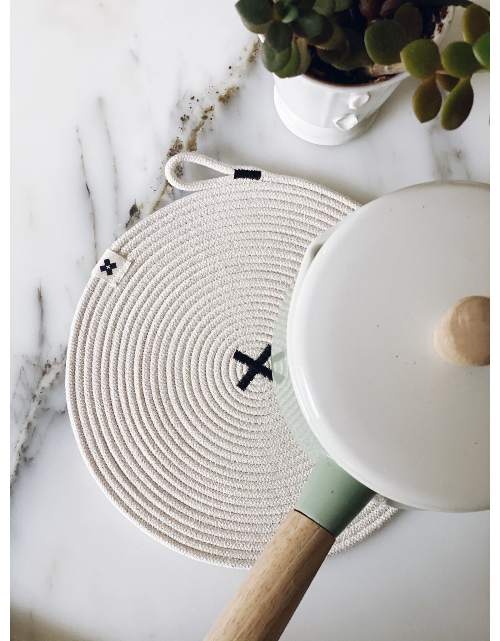 Ten & Co Large Rope Black X Trivet