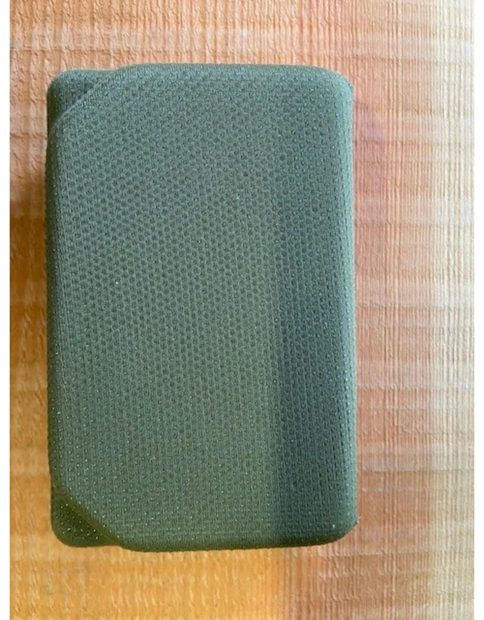 NO SLIP Olive Eva Box - Small
