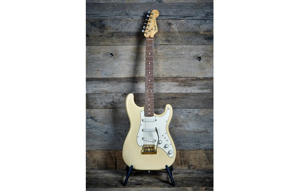 Fender Stratocaster Gold Elite 1983 Arctic White