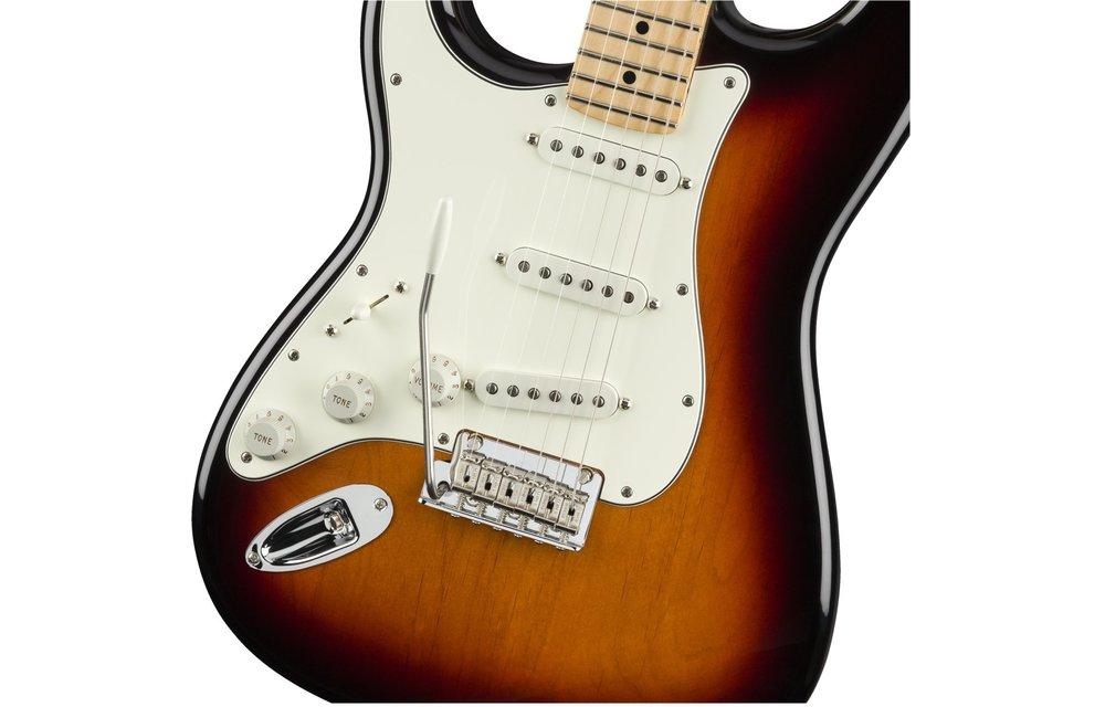 Fender Player Stratocaster Left-Handed, Maple Fingerboard, 3-Color Sunburst