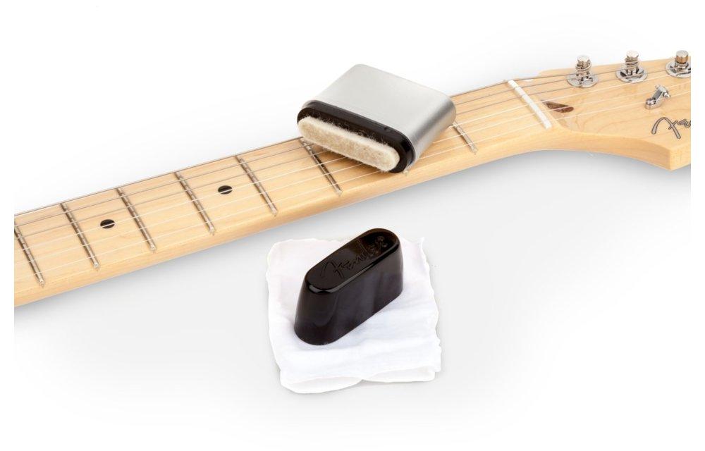 Fender Speed Slick Guitar String Cleaner, Black/Silver