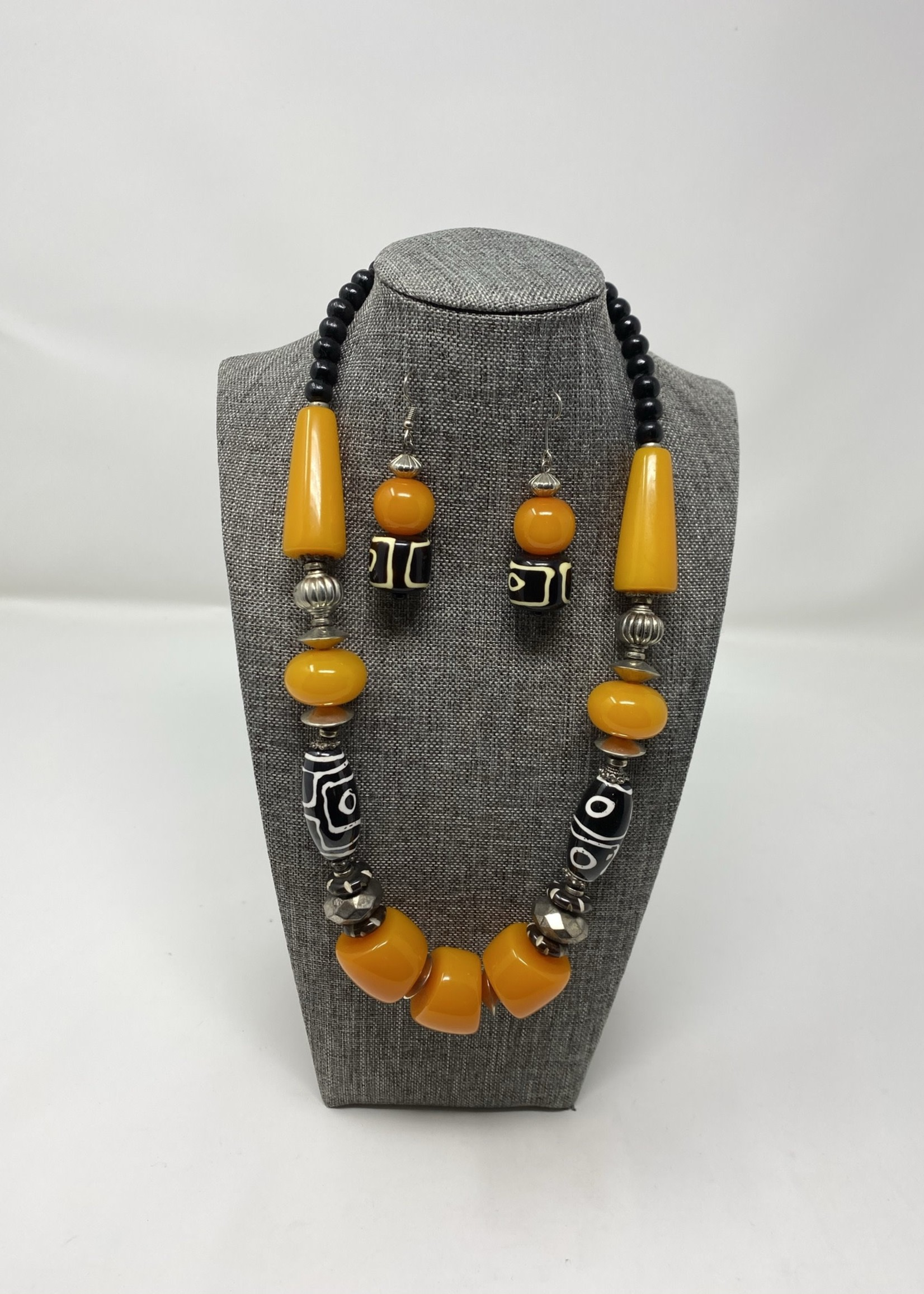 AMBER NECKLACE SET