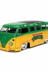 Jada Toys TMNT: 1962 VW Bus 1:24 Scale Die-Cast Metal Vehicle with Leonardo Figure
