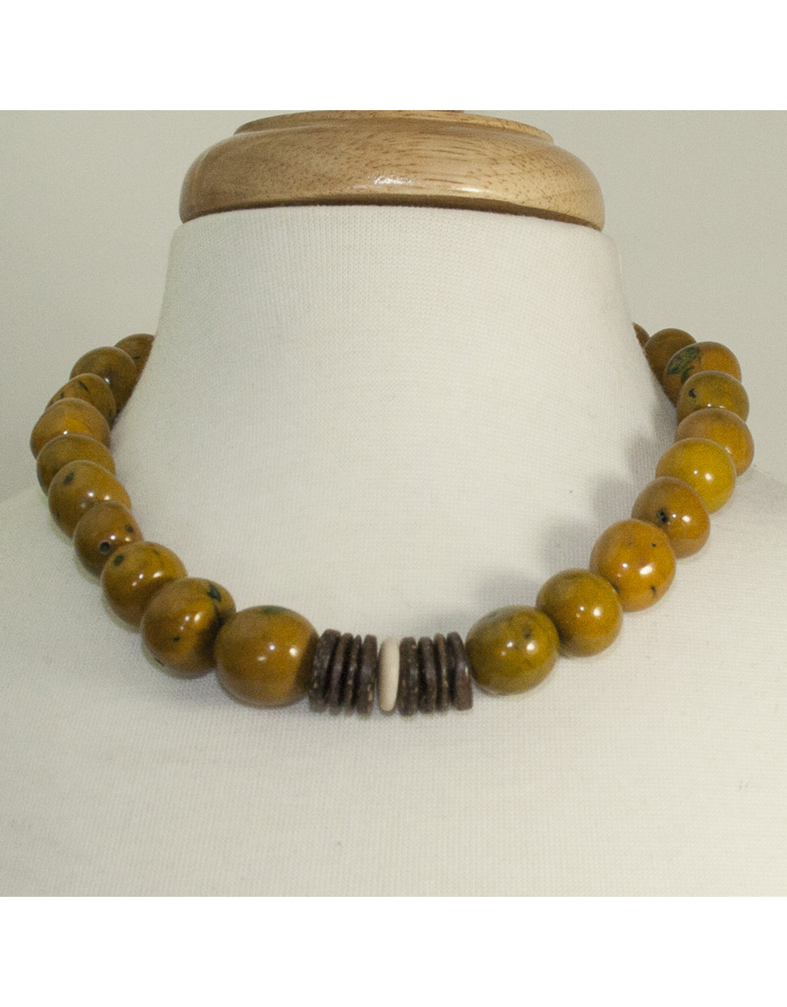 Su Placer Pambil and Cocoa Necklace