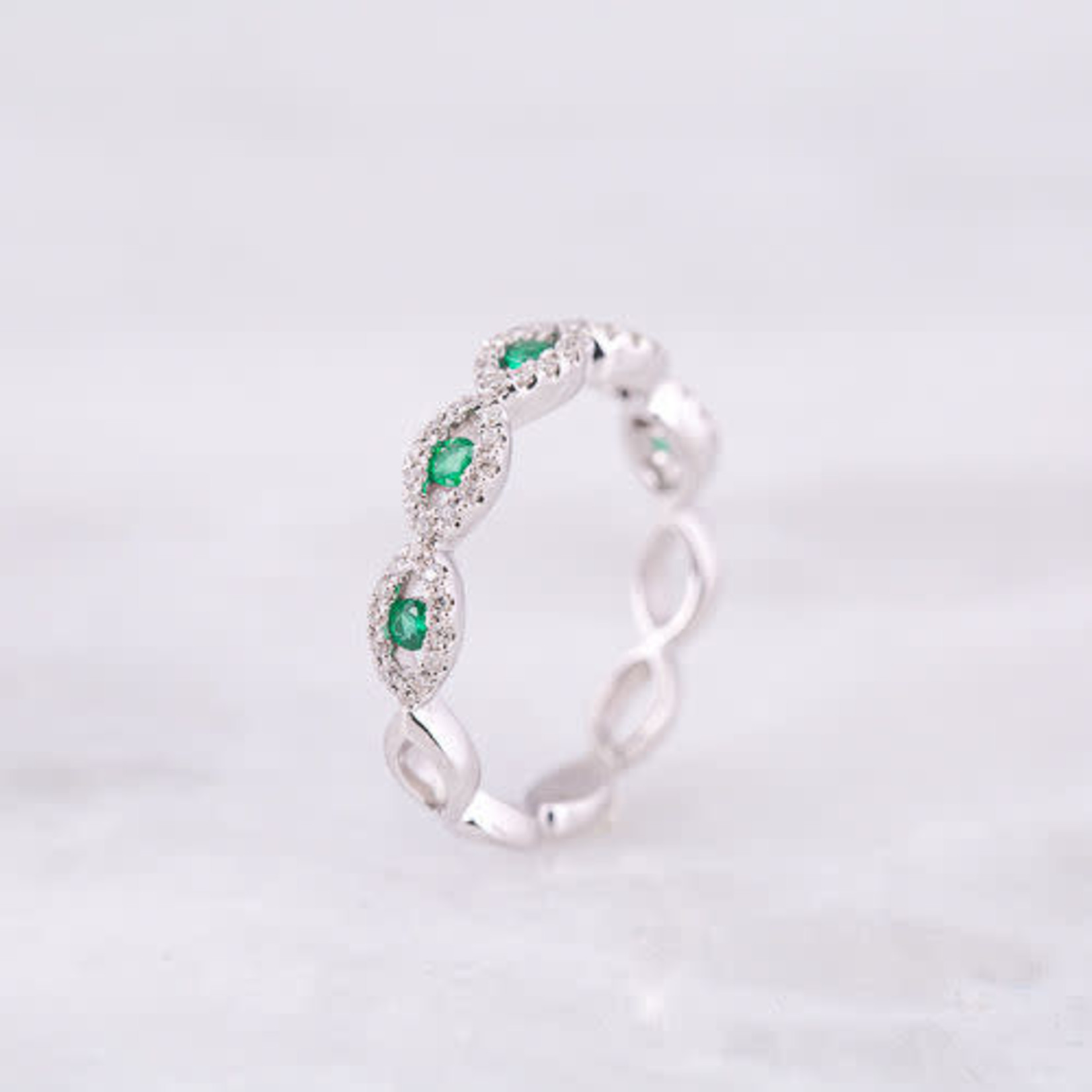 14KW Diamond 0.19ctw Emerald .17ctw Band