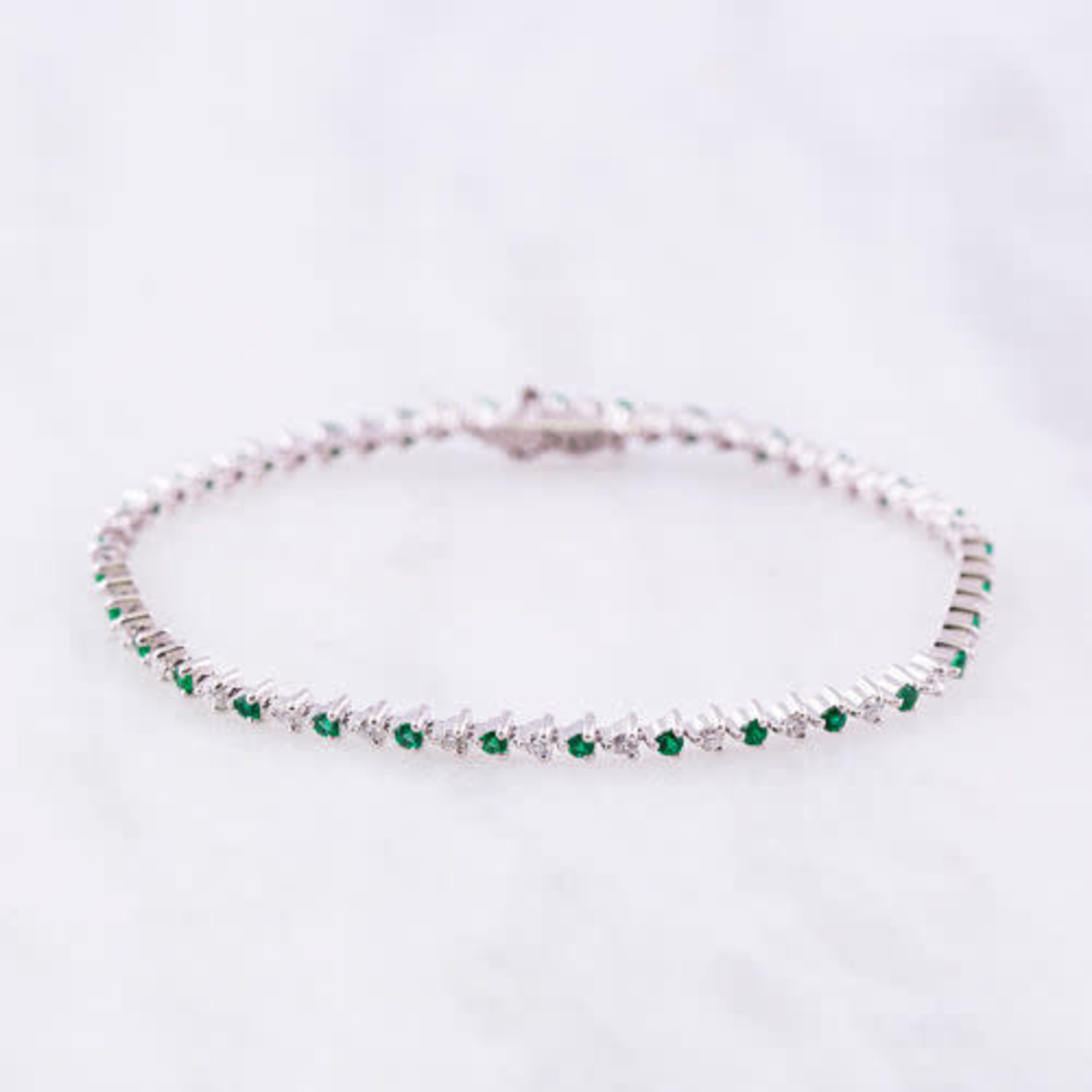 18KW Gold Emerald 0.80ctw & Diamond 0.95ctw Line Bracelet