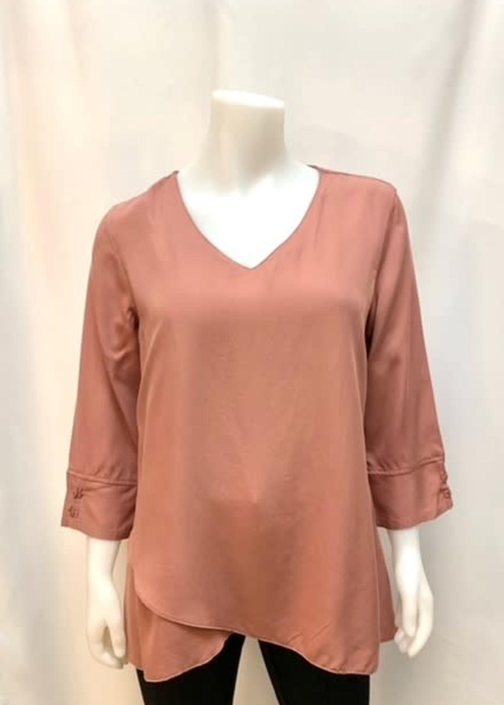 DKR & Co 3/4 Slv V-neck blouse w/ tulip hem