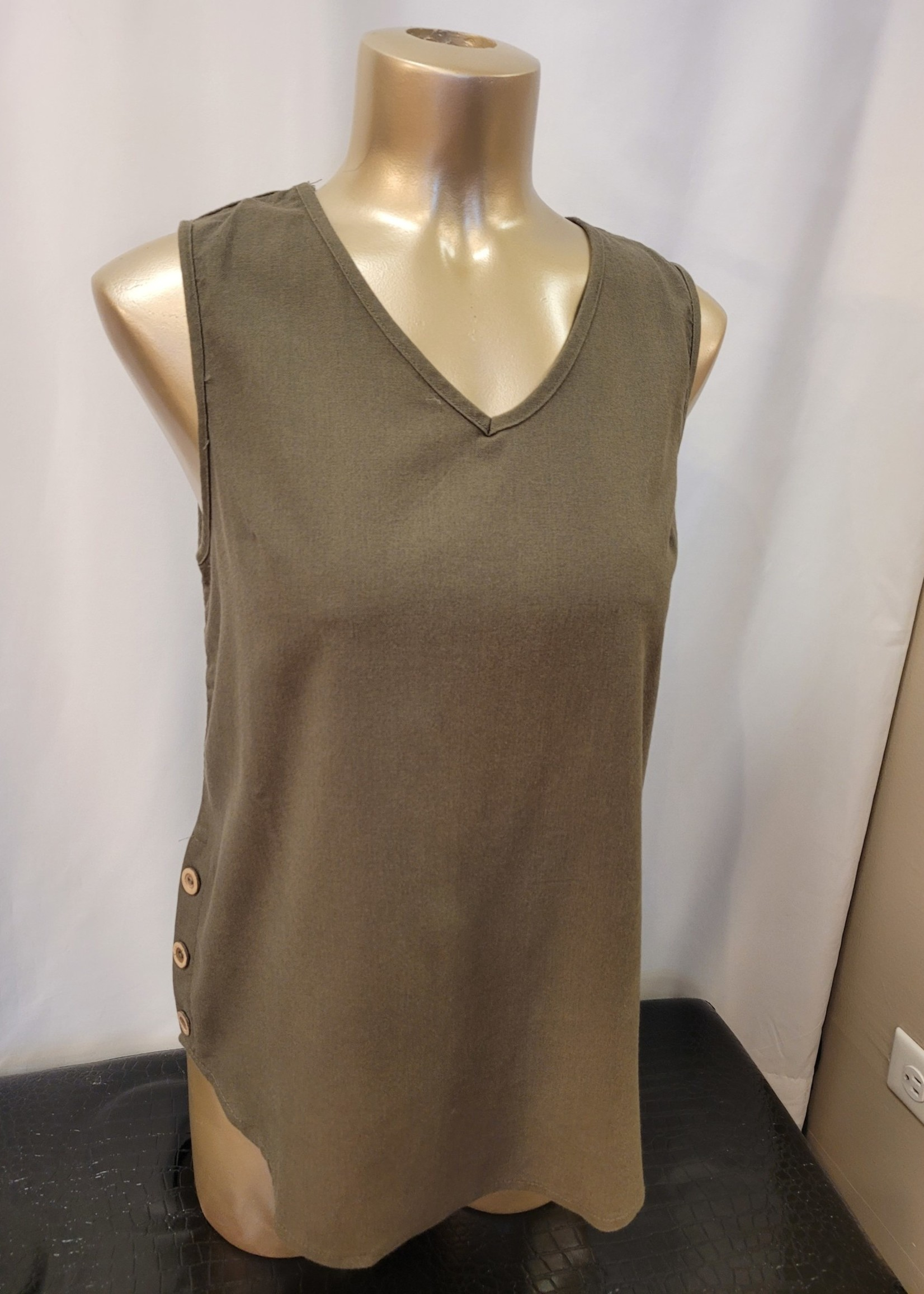DKR & Co Sleveless tank w side and back buttons