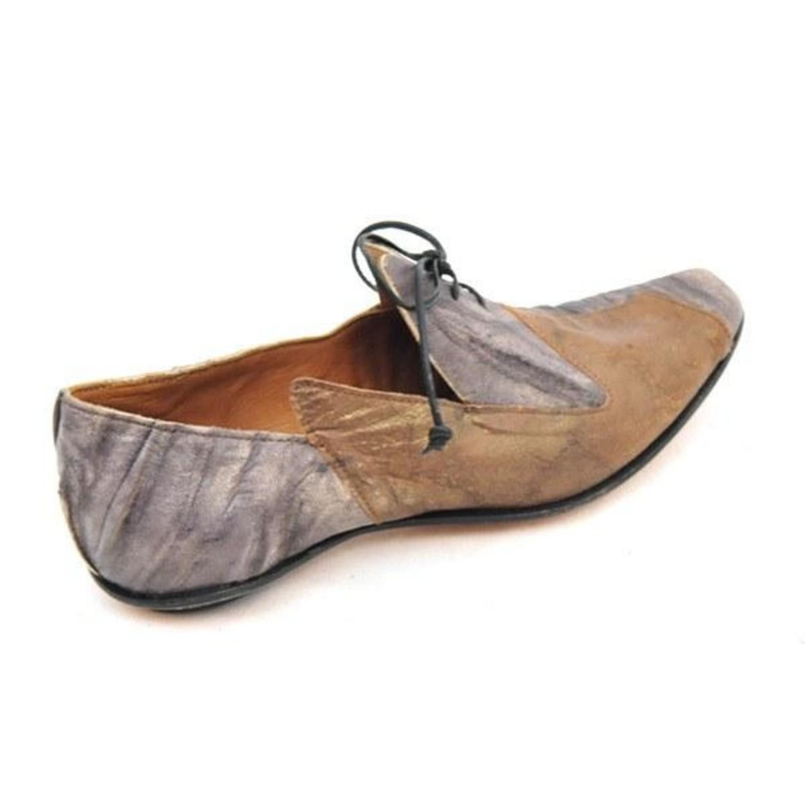 Cydwoq Sect Shoe