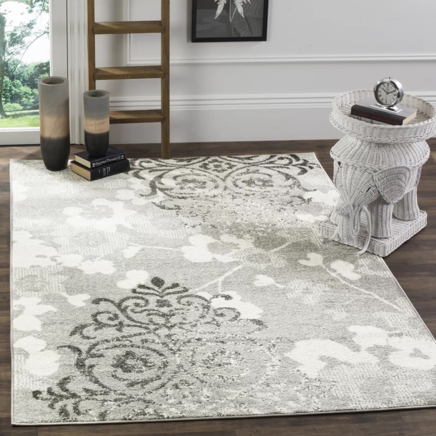 *4' x 6' - Frizzell Floral Area Rug