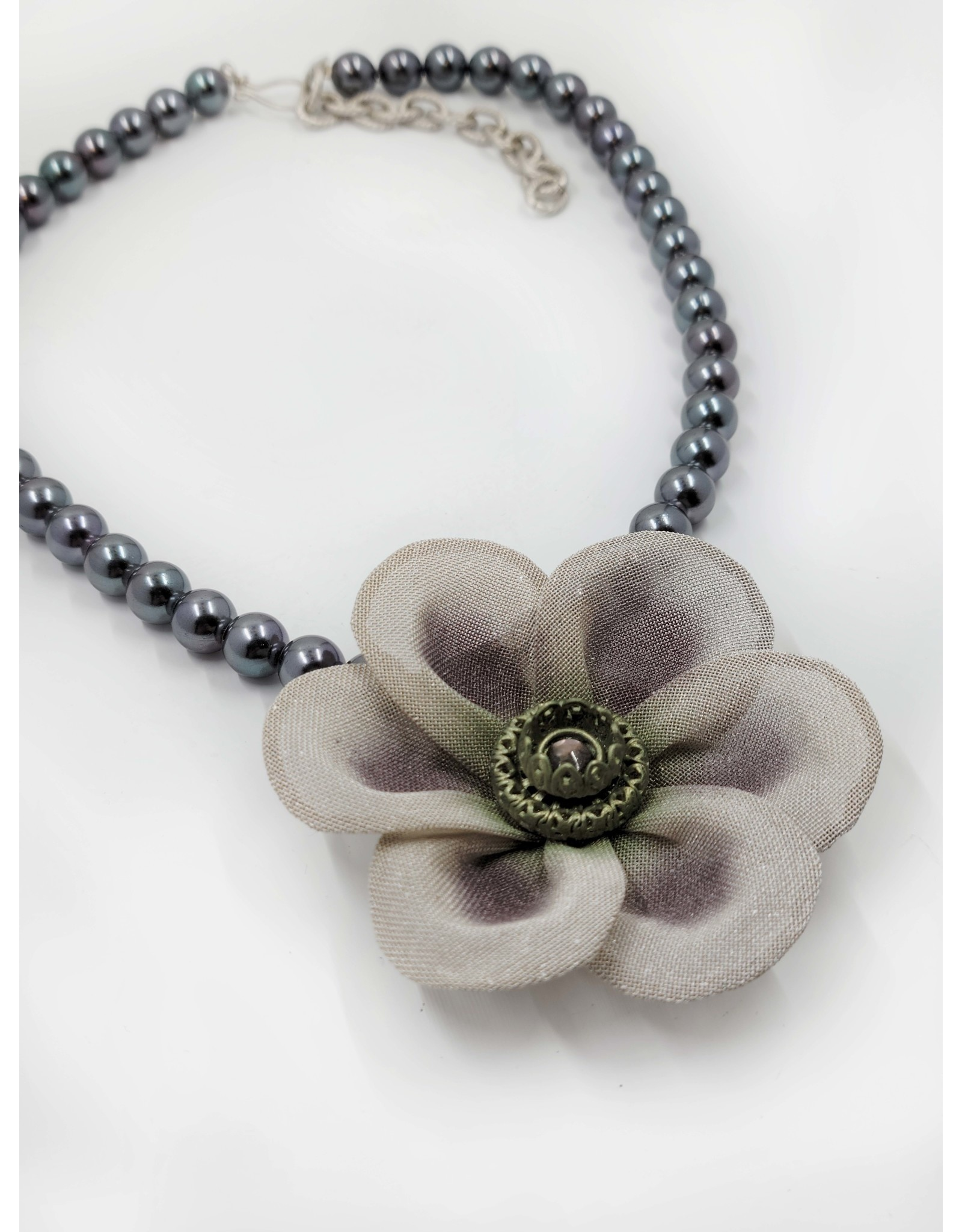 Gray Bead Necklace with Gray Flower Pendant