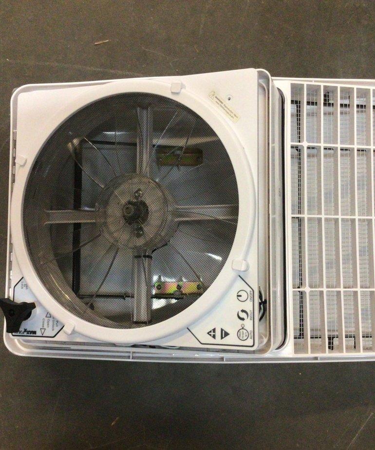 MAXXFAN Deluxe RV White Vent 5100K