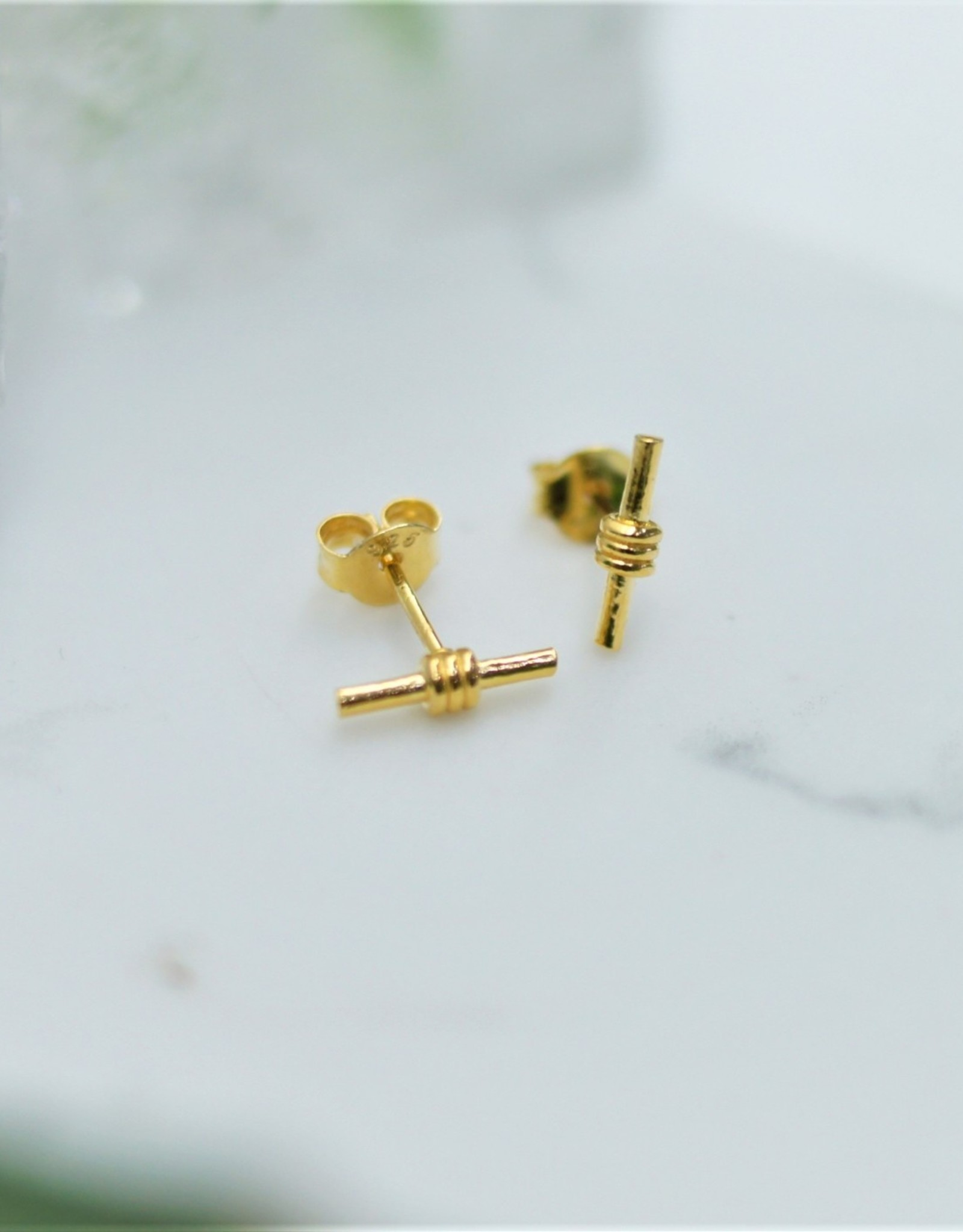 Tashi Wrapped Bar Stud Earrings