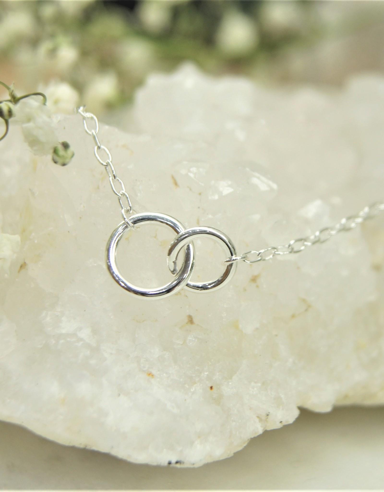 Tashi Interlocking circle bracelet