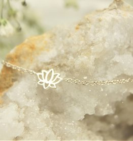 Tashi Tiny Lotus Flower Bracelet