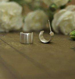 Tashi Wide Hoop s- Brushed Silver