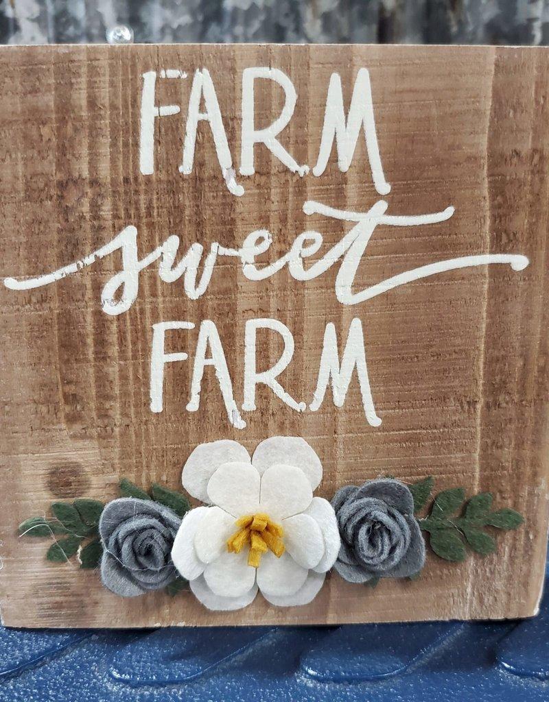 "Primitives By Kathy Box Sign ""Farm Sweet Farm"""