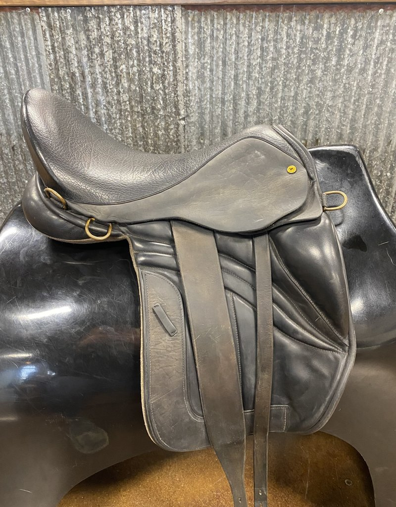 "Consignment Saddle #384 16"" Black Country Equinox Endurance Saddle"