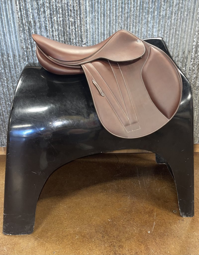 Butet Butet Double Oil Jumping Saddle Premium with Integrated Panels L 17″ 2 Flap