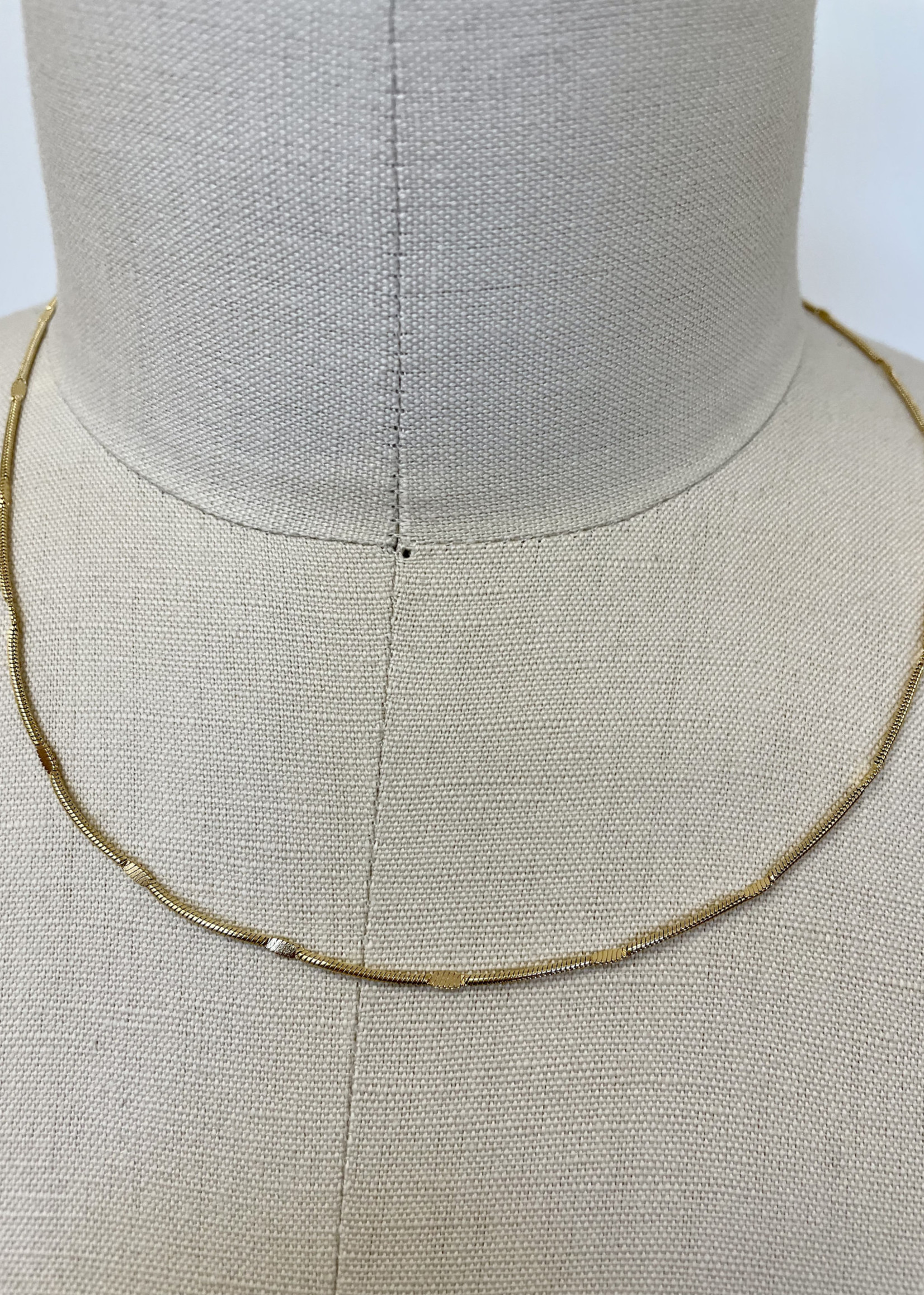 House of Jewels Chella Pressed Snake Neck