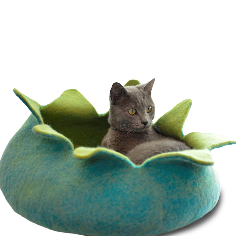 "Pet Food Warehouse Cat Bed Wool 20"" Petal Basket, Aqua & Green"
