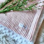 Miel et Vanille || Doudou minky gaufré rose