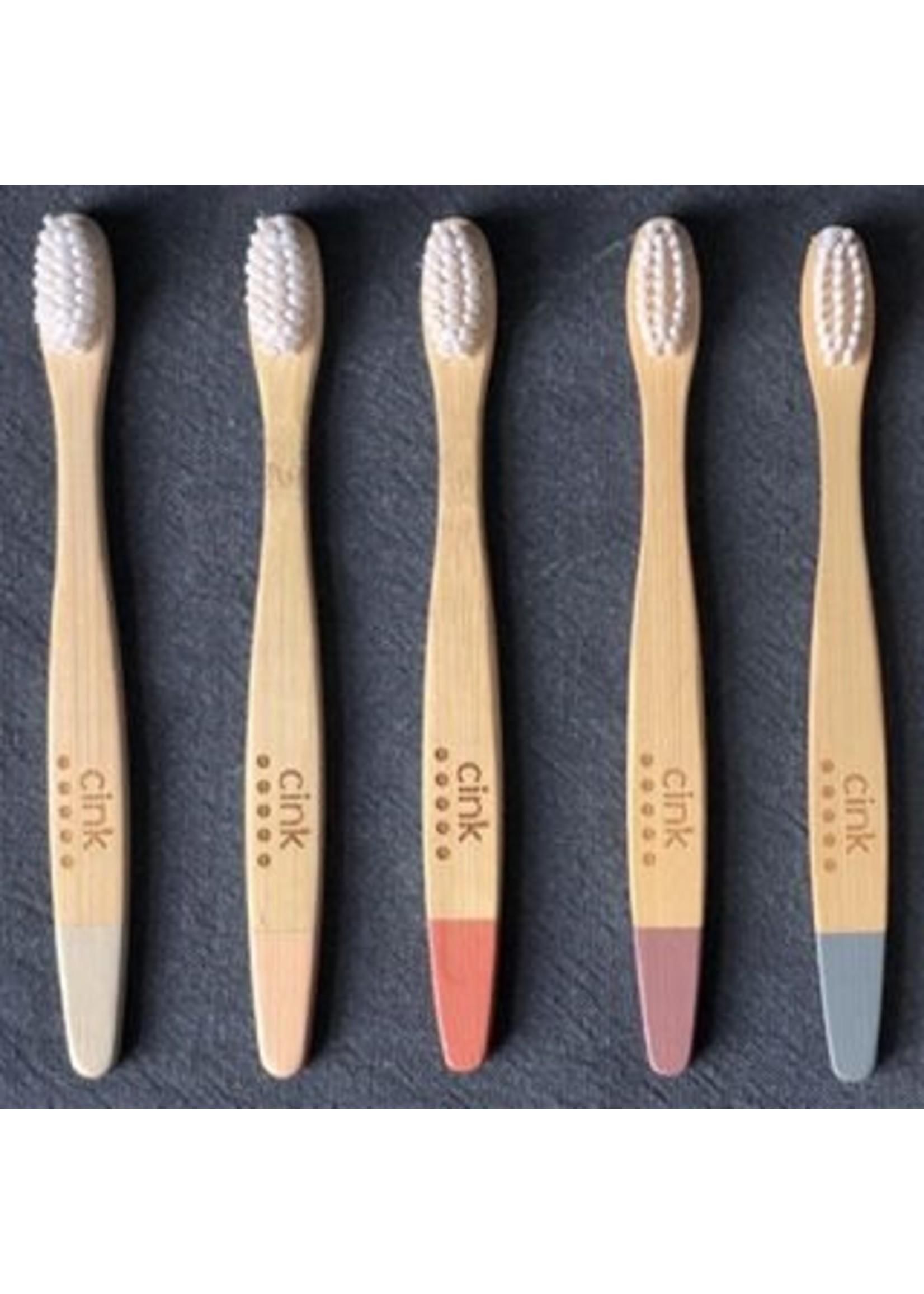 Cink Une brosse à dent de bamboo